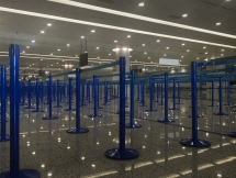 Shanghaissa ainoat jonottajat jatkolennoille. Ja silti jonotettiin monta tuntia.